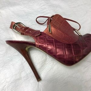 Guess By Marciano crocodile lace up heels Sz 5 1/2
